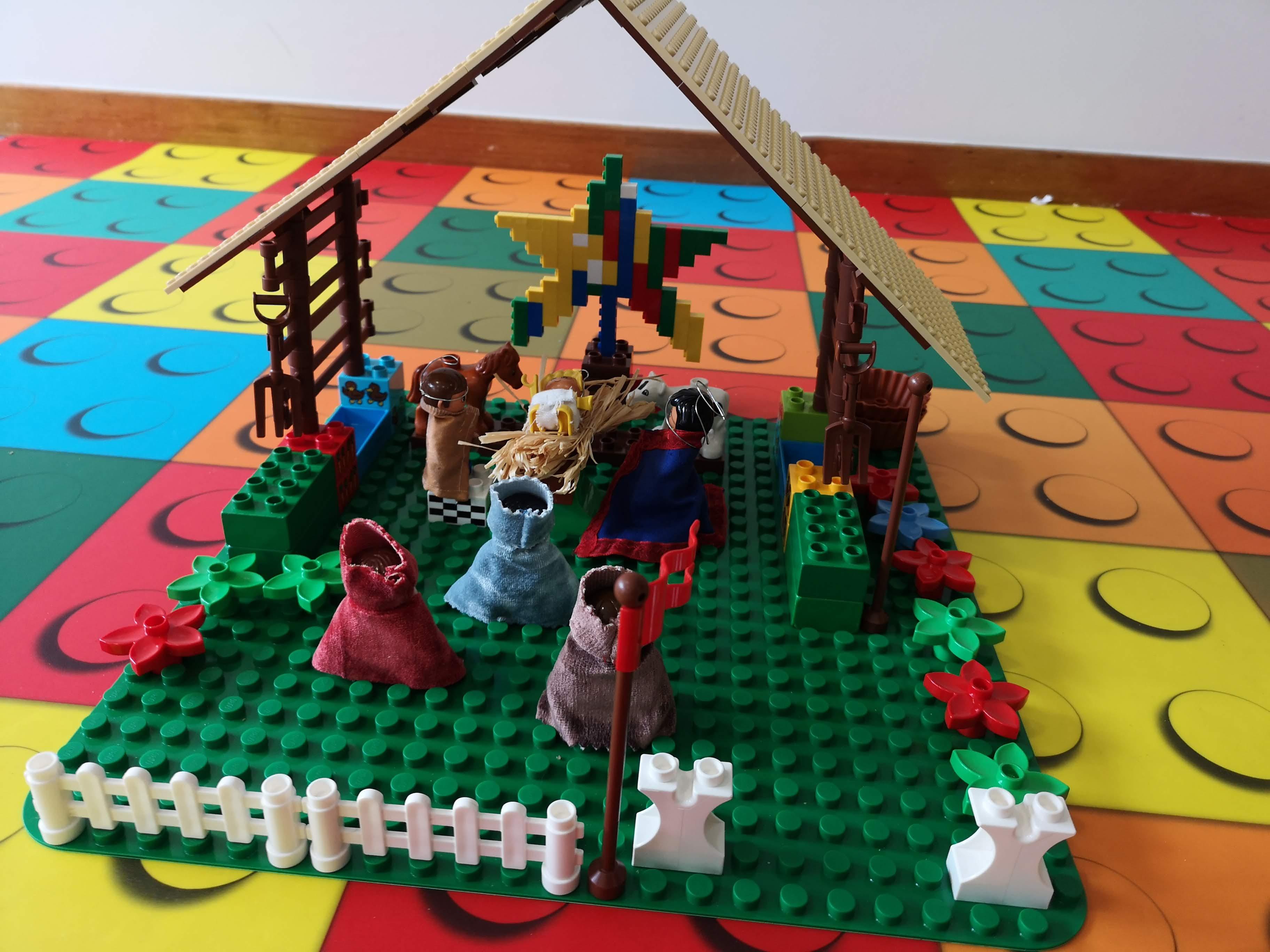 Be a Master – Let's Celebrate Christmas Together! - Presépio em Lego - Edifacoop